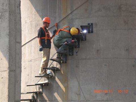 铁力砖烟囱安装平台公司——哪里有烟筒爬梯翻新公司