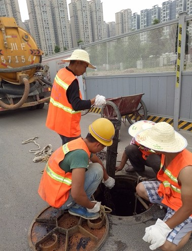 江苏苏州厂区污水沉淤池清淤「专业疏通管道」