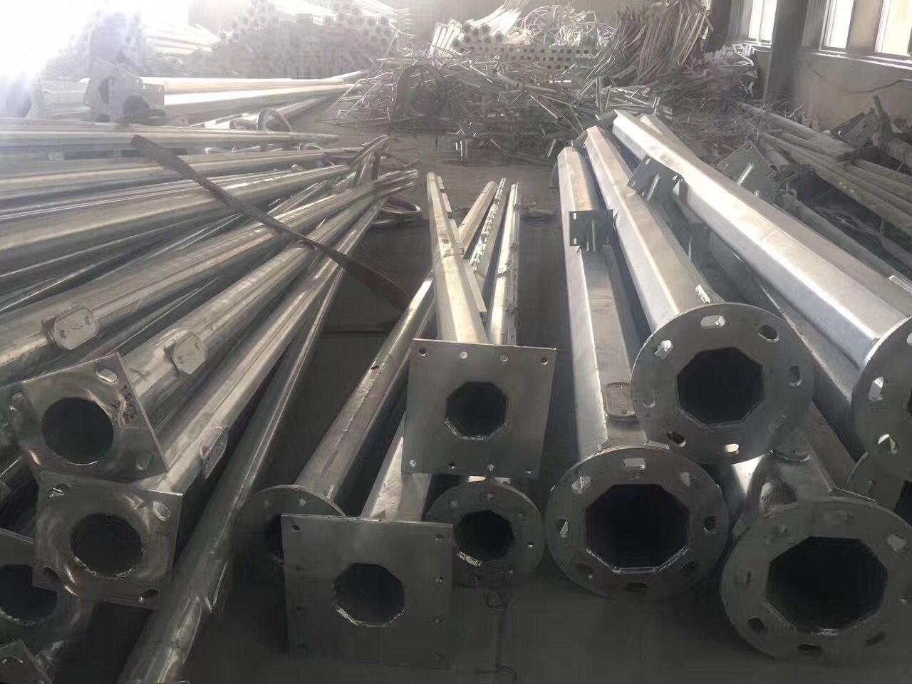 甘孜藏族自治州八棱镀锌6M高L杆*20M横臂大型生产厂家规格齐全