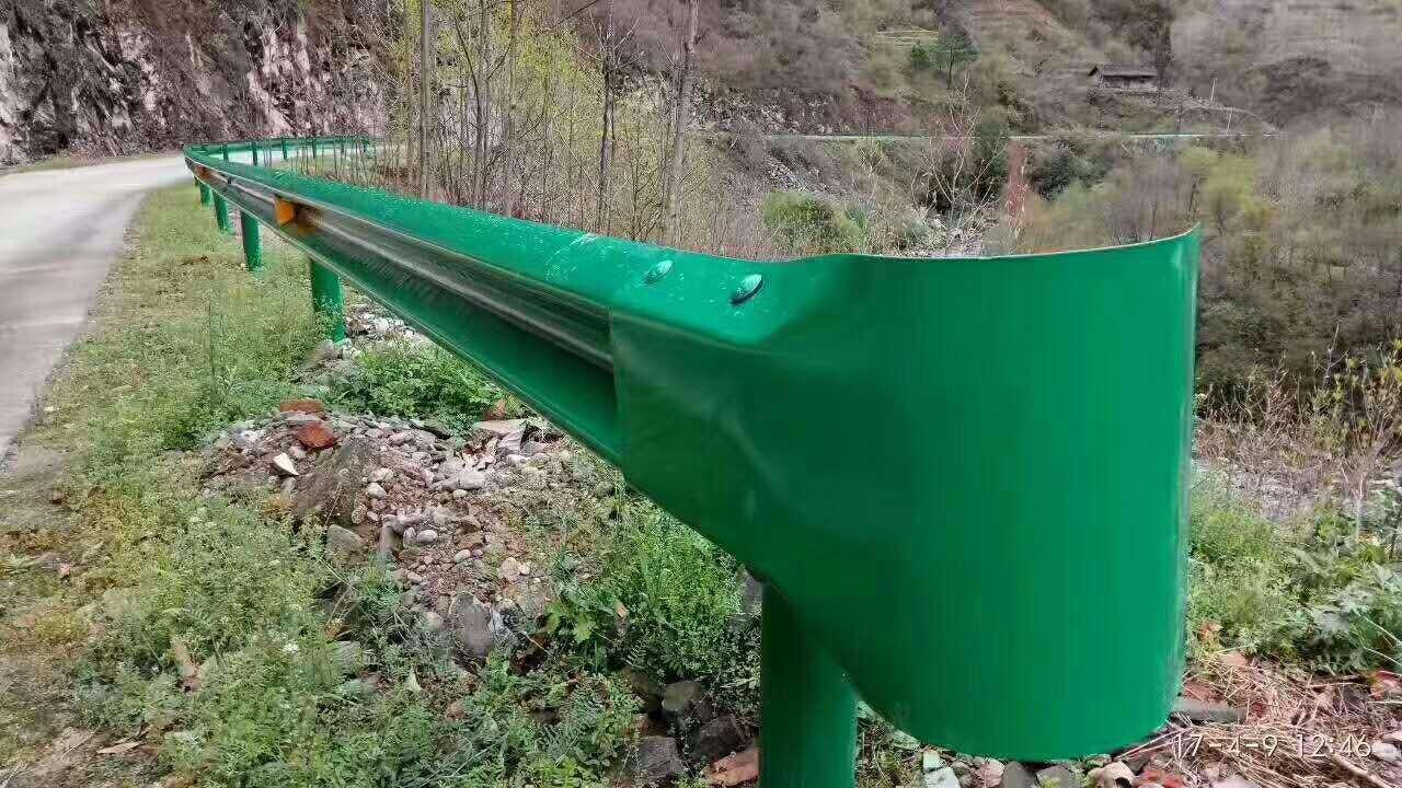 哈尔滨市尚志市波形护栏板厂家直销波形梁钢护栏