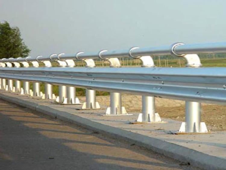 怒江波形护栏厂家直销公路设施