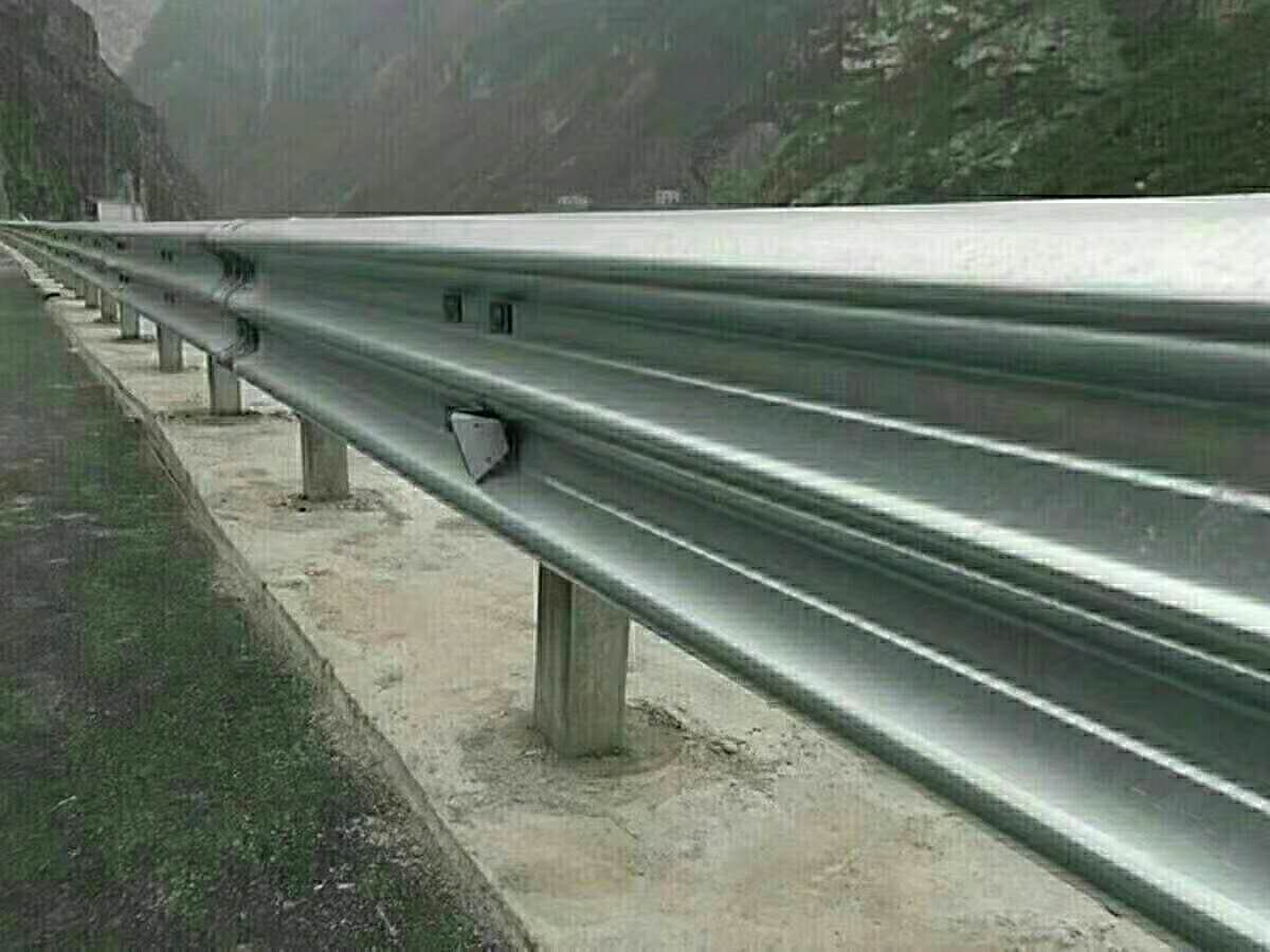 温州市苍南县波形护栏板厂家报价公路设施