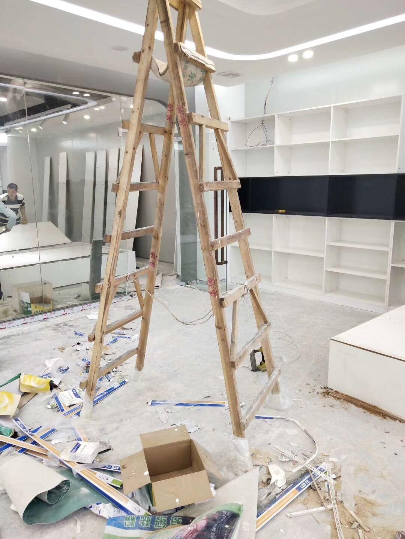 湛江烤漆展示柜厂家,服装展柜定制,展示柜