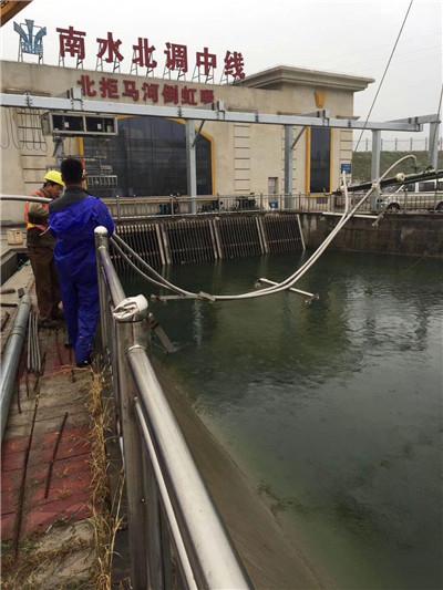 金普新区堵缝工程--挑战佳绩--水下管道和取水头安装