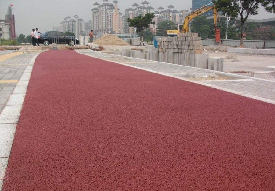 凉聚氨酯防滑路面设计施工 胶粘石透水地坪规划厂家