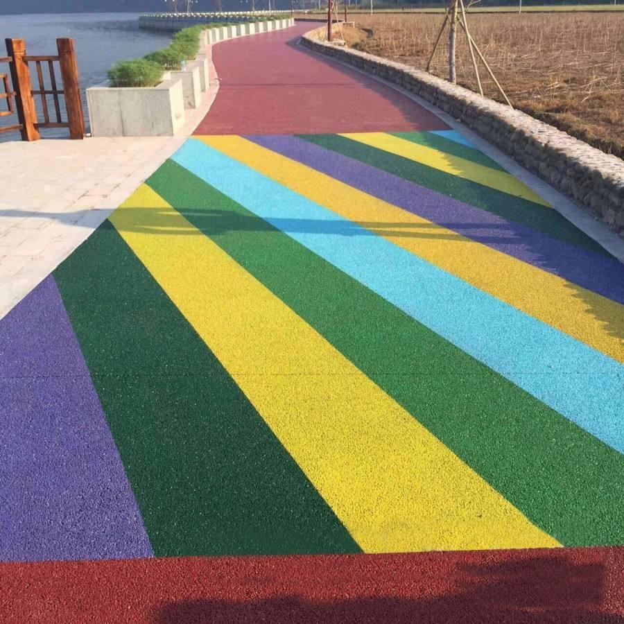 深圳彩色防滑路面多少钱一米 天然露骨料透水地坪设计规划