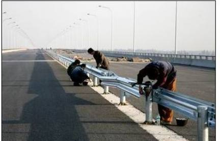 石嘴山大武口波形护栏板生产厂家公路设施