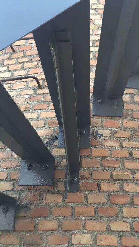 毕节烟囱安装螺旋钢梯平台——安装指航灯