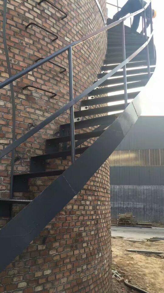 临江水泥烟囱安装螺旋钢梯平台——烟筒爬梯防腐操作方案