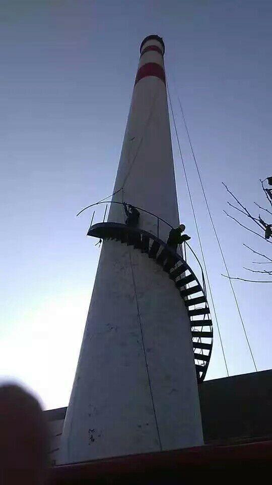 韶山烟囱制作安装钢爬梯公司——高空作业