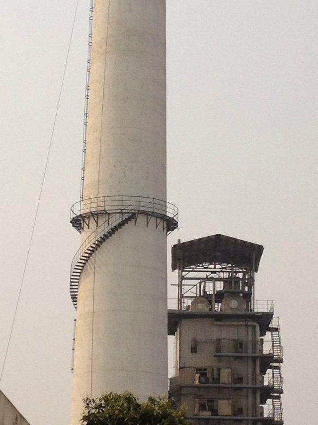 崇州砖烟囱安装折梯公司——烟筒爬梯防腐操作方案