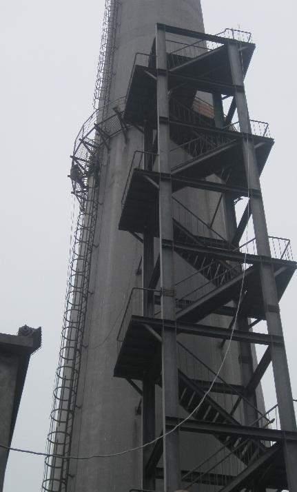 北安烟筒安装之字形爬梯钢平台公司——更换避雷针