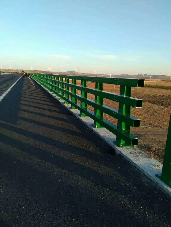 河口波形护栏 立柱多少钱一米