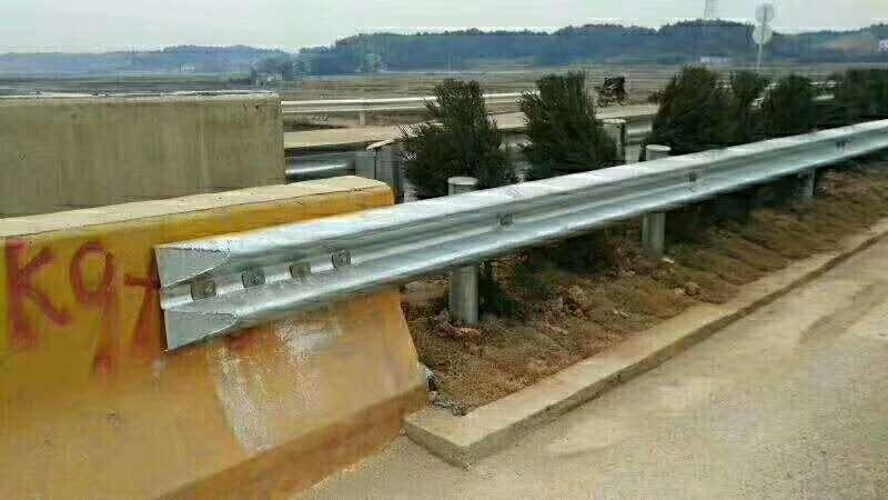 长春市二道区波形护栏多少钱一米