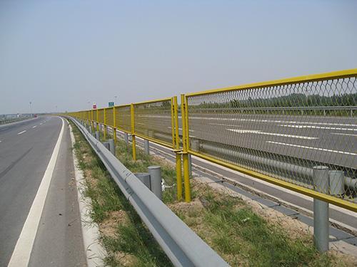宁夏波形护栏板专业制造-华泰交通设施