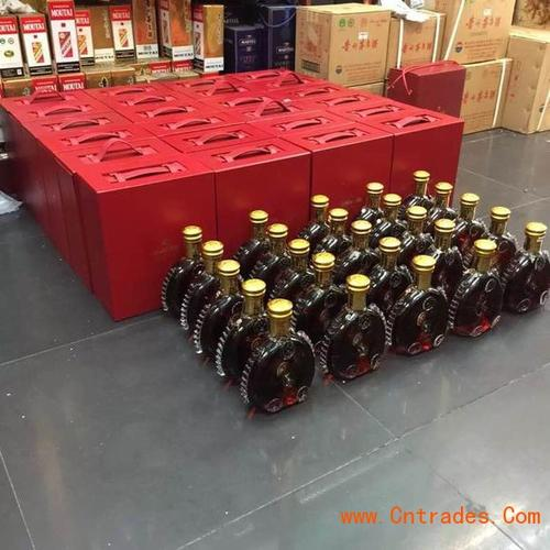 2014年50年茅台酒瓶回收-80年茅台酒瓶。高价专业回收