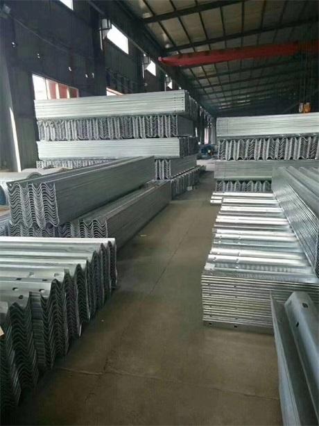 贵州省安顺市波形护栏板精选厂家