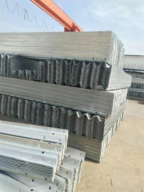永兴县波形护栏板每米多少钱