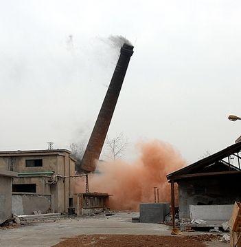 迪庆45米烟囱拆除_拆烟囱公司报价