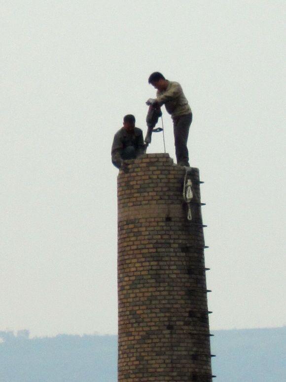 潍坊50米烟囱拆除_烟囱拆除施工单位