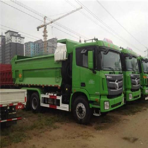北京市房山区专业垃圾清运公司电话服务,工人装车