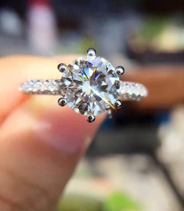 专业鉴定评估 宝山区宝格丽钻石回收钻石回收