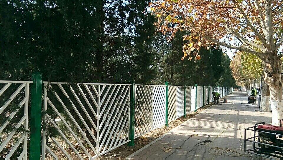 牡丹江东安围墙护栏锌钢护栏代理-精创金属