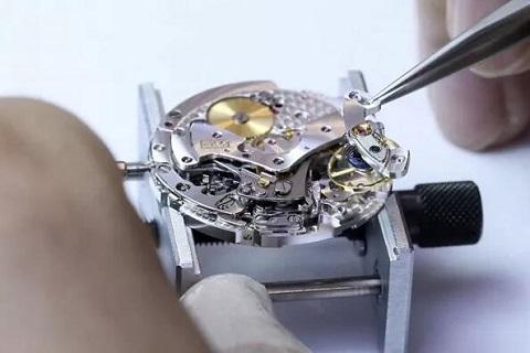 深圳宝珀手表洗油清洗保养