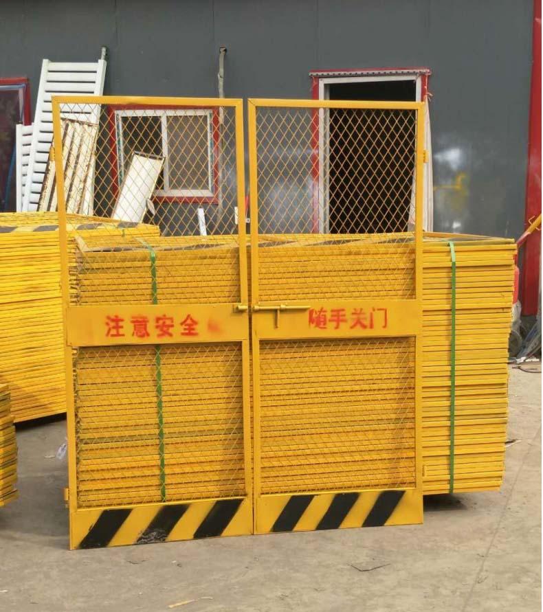 电梯防护门_滨州建筑爬架网厂家