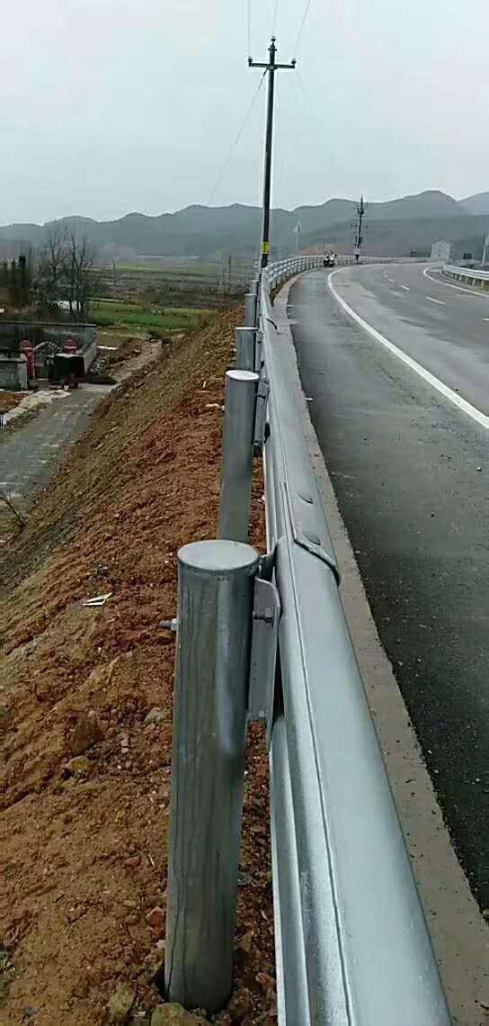 贡井热镀锌公路护栏板定做多少钱一米