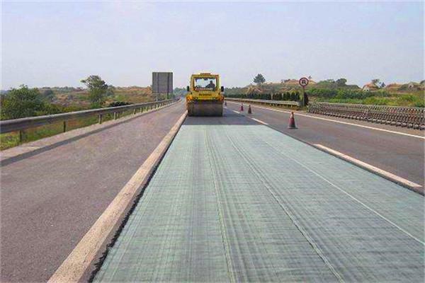 玉林公路防裂贴厂家供应:自粘抗裂贴保证质量