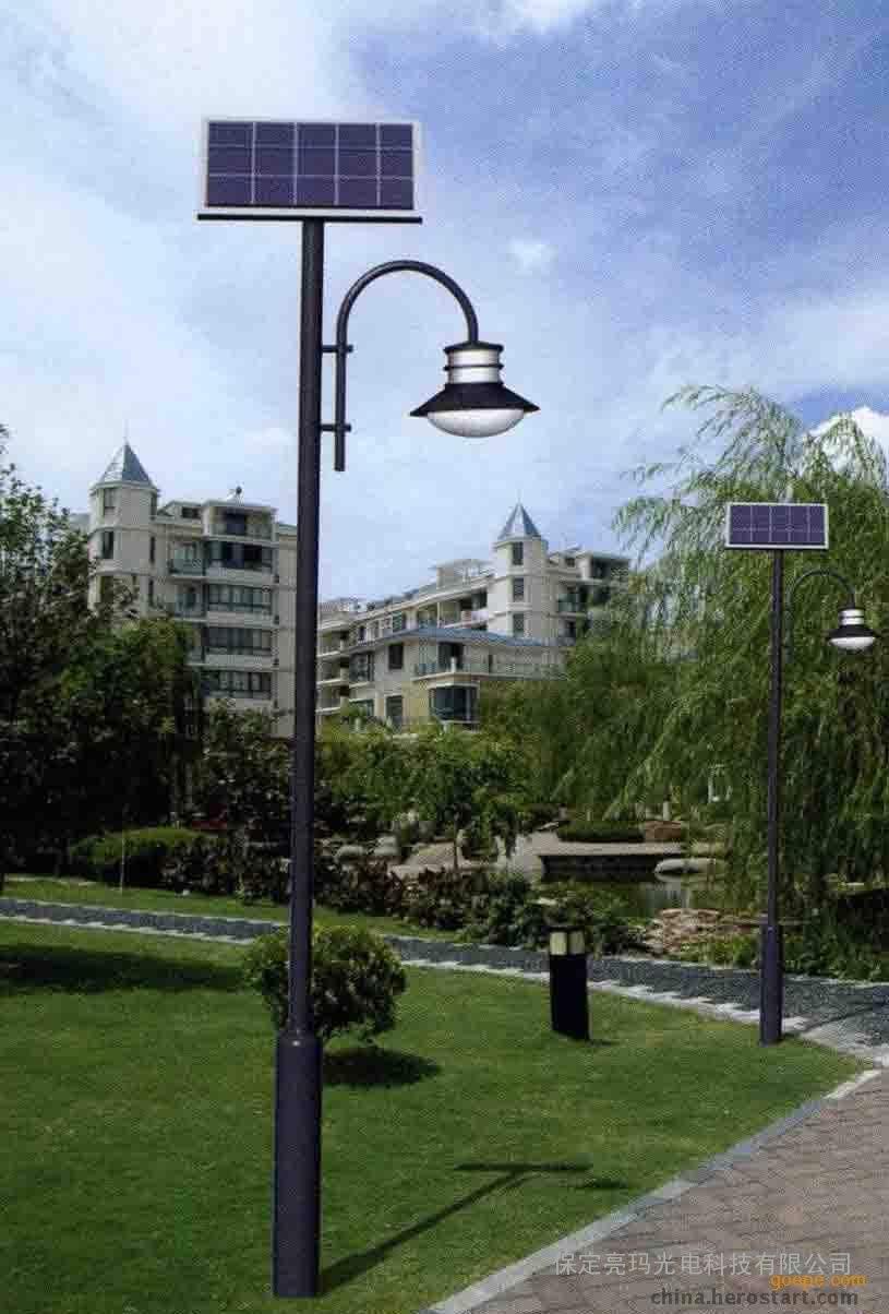 清丰县8米10米12米球场灯价格300瓦LED光源灯杆厂