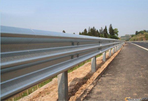 眉山市彭山区公路波形护栏板,标杆标牌报价生产厂家